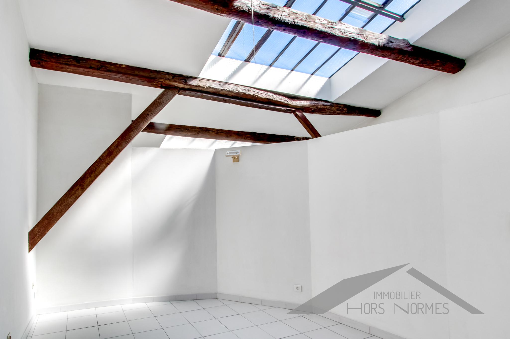 Last Floor Loft In The Heart Of The Old Port Under Provisional