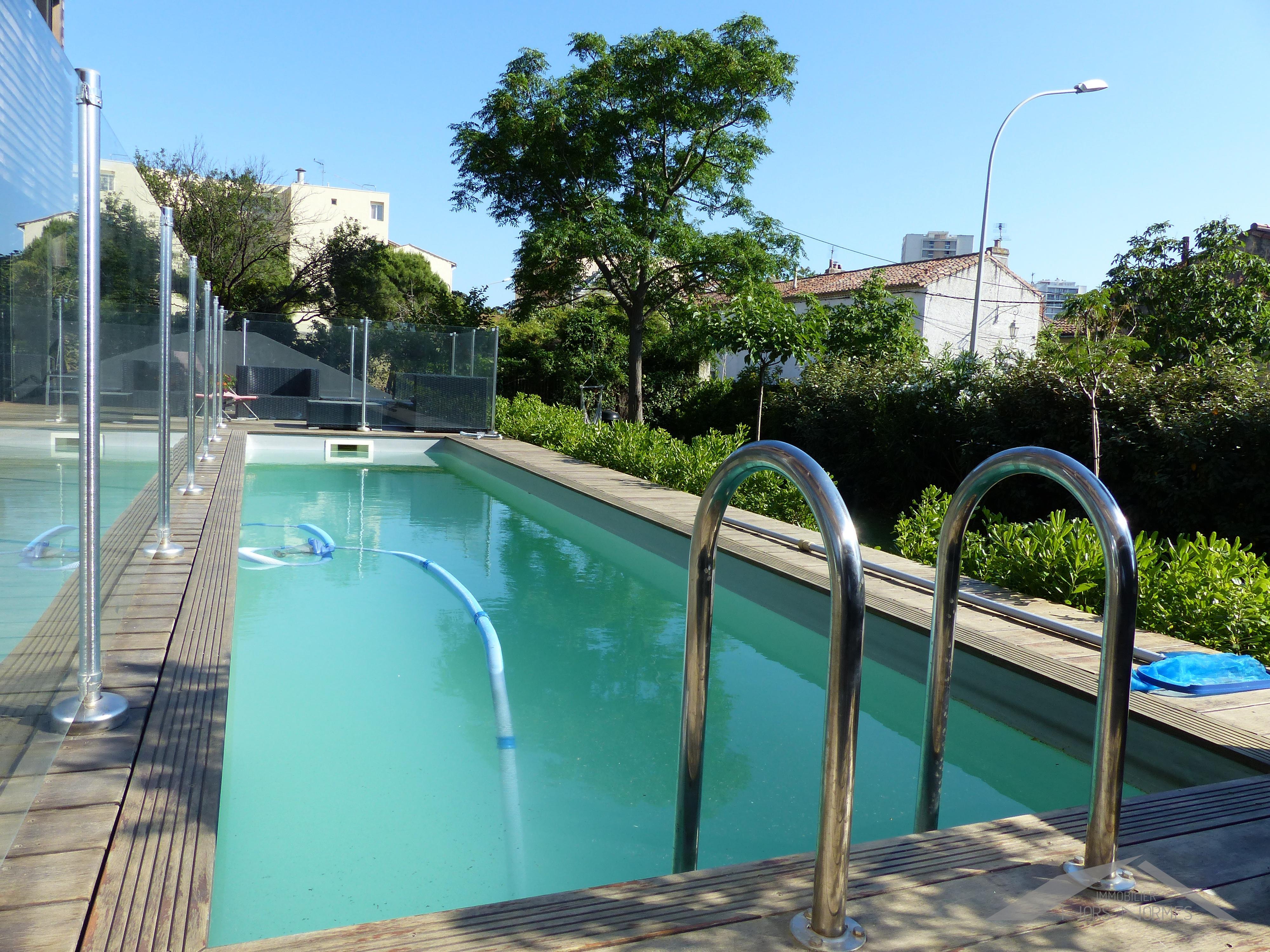 Rez de jardin avec piscine au cabot for Appartement en rez de jardin