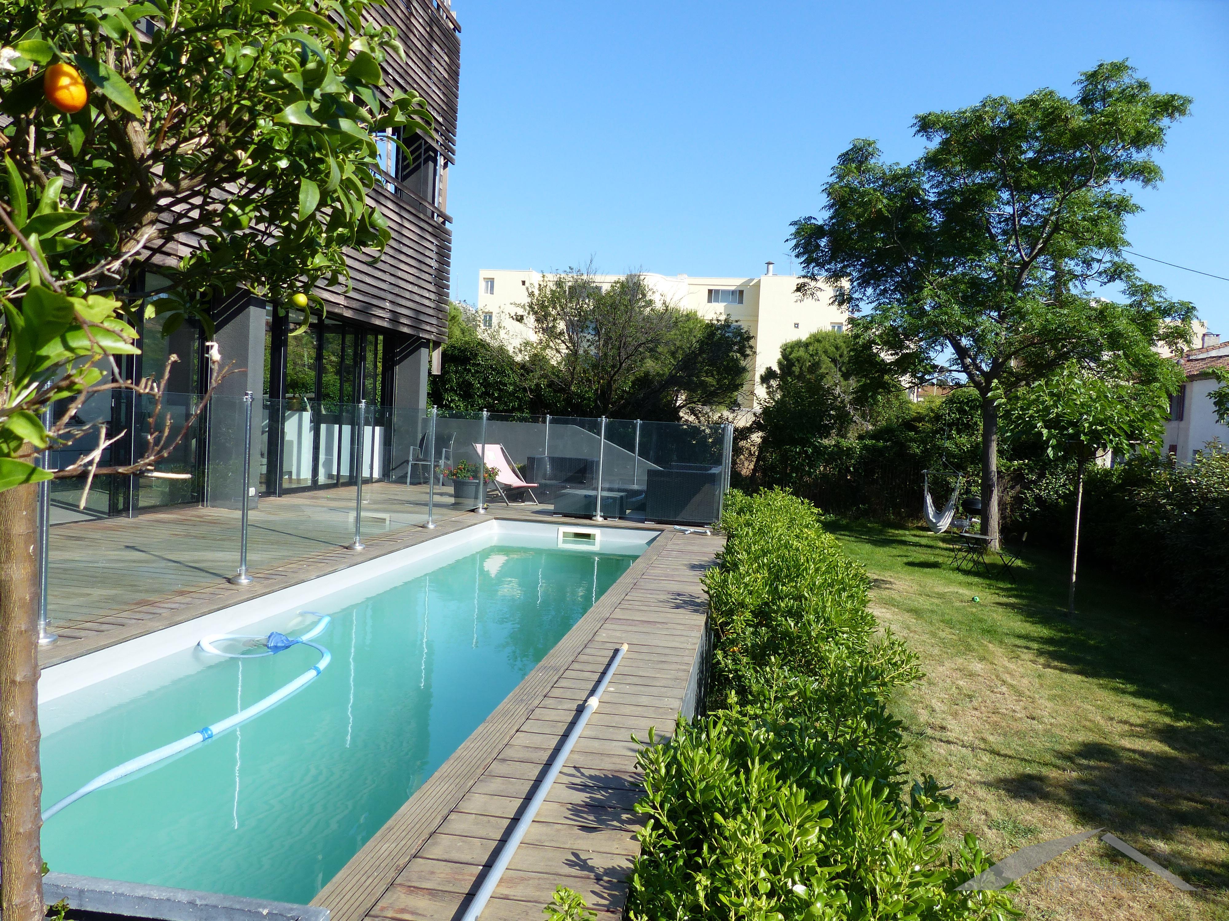 Rez de jardin avec piscine au cabot - Jardin avec piscine ...