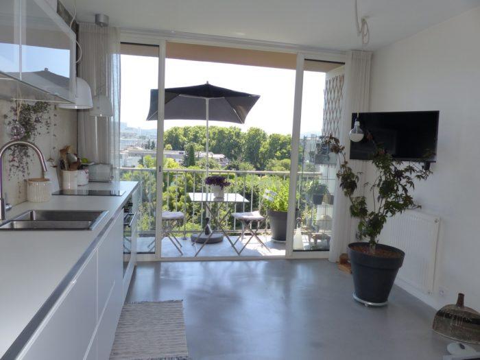 Appartement rénové avec vue panoramique 1